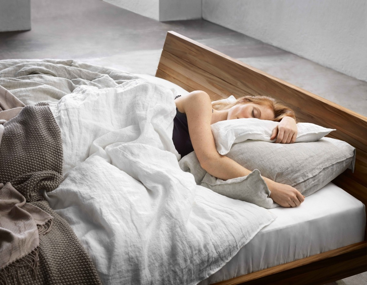 sur matelas en laine modulance. Black Bedroom Furniture Sets. Home Design Ideas